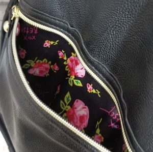 Betsey Johnson Bags - Betsey Johnson travel duffle bag